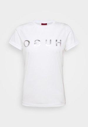 DENNA - Print T-shirt - white/silver