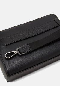 Emporio Armani - Kosmetická taška - black - 5