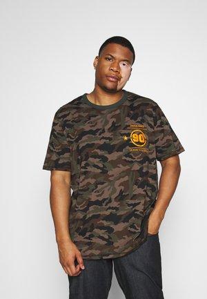 JCODOM TEE CREW NECK  - T-shirt con stampa - darkest spruce