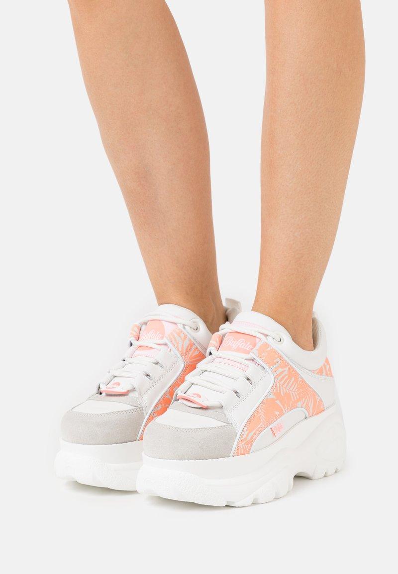 Buffalo London - Sneakers laag - white/pink