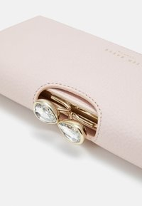 Ted Baker - TEARDROP CRYSTAL BOBBLE MATINEE - Lommebok - light pink - 5