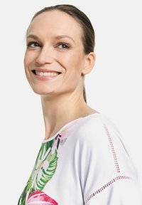 Gerry Weber Casual - T-shirt med print - white - 2