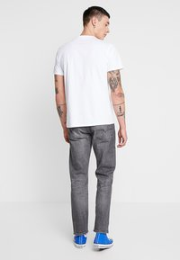 Levi's® - GRAPHIC SET IN NECK  - T-shirt med print - white - 2
