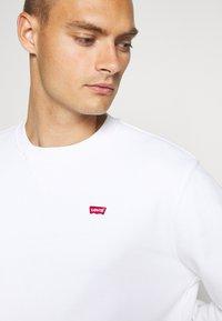 Levi's® - NEW ORIGINAL CREW UNISEX - Sweatshirt - white - 4