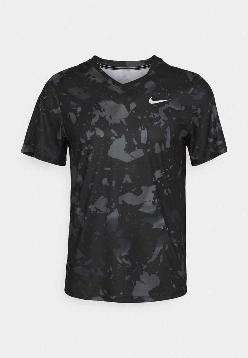 Nike Performance - DRY VICTORY  - Triko spotiskem - black/white