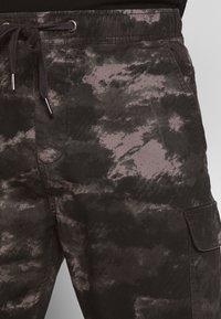 INDICODE JEANS - LAKELAND - Pantaloni cargo - grey - 5