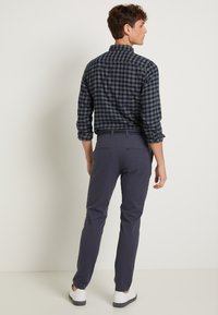 Selected Homme - SLHSLIM JAMERSON PANTS - Chinos - blue nights - 2