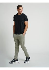 Hummel - HMLTORONTO  - T-shirts print - black - 8