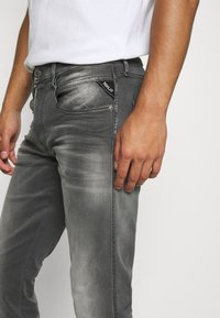 Replay - ANBASS WHITE SHADES - Jeans Tapered Fit - light grey - 5