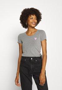 Guess - RNKAMELIA  - T-shirts med print - stone heather grey - 0