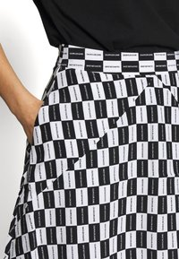 Calvin Klein Jeans - CHECKER BOARD SKIRT - A-line skirt - black/white - 4