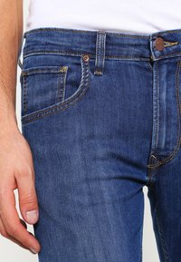 Lee - DAREN ZIP - Jeans straight leg - true blue - 3