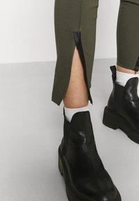 Nike Sportswear - LEGASEE ZIP - Legging - cargo khaki/white - 4