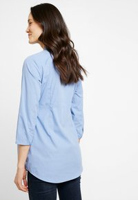 Zalando Essentials Maternity - Button-down blouse - light blue - 2
