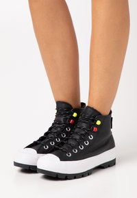 Converse - CHUCK TAYLOR ALL STAR MC LUGGED - High-top trainers - black/white - 0