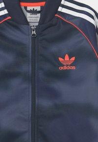 adidas Originals - CAMO SUPERSTAR UNISEX - Giacca sportiva - crew blue/white/solar red - 2