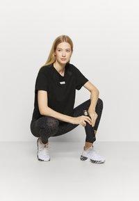Puma - PAMELA REIF X PUMA BOXY TEE - T-Shirt print - black - 1