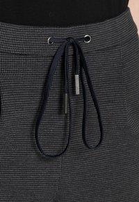 Esprit - JOGGER HOUNDSTH - Tracksuit bottoms - dark grey - 4