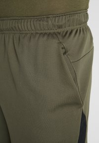 Nike Performance - SHORT TRAIN - Pantalón corto de deporte - cargo khaki/black - 5