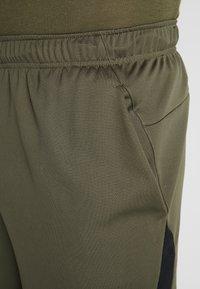 Nike Performance - TRAIN - kurze Sporthose - cargo khaki/black - 5