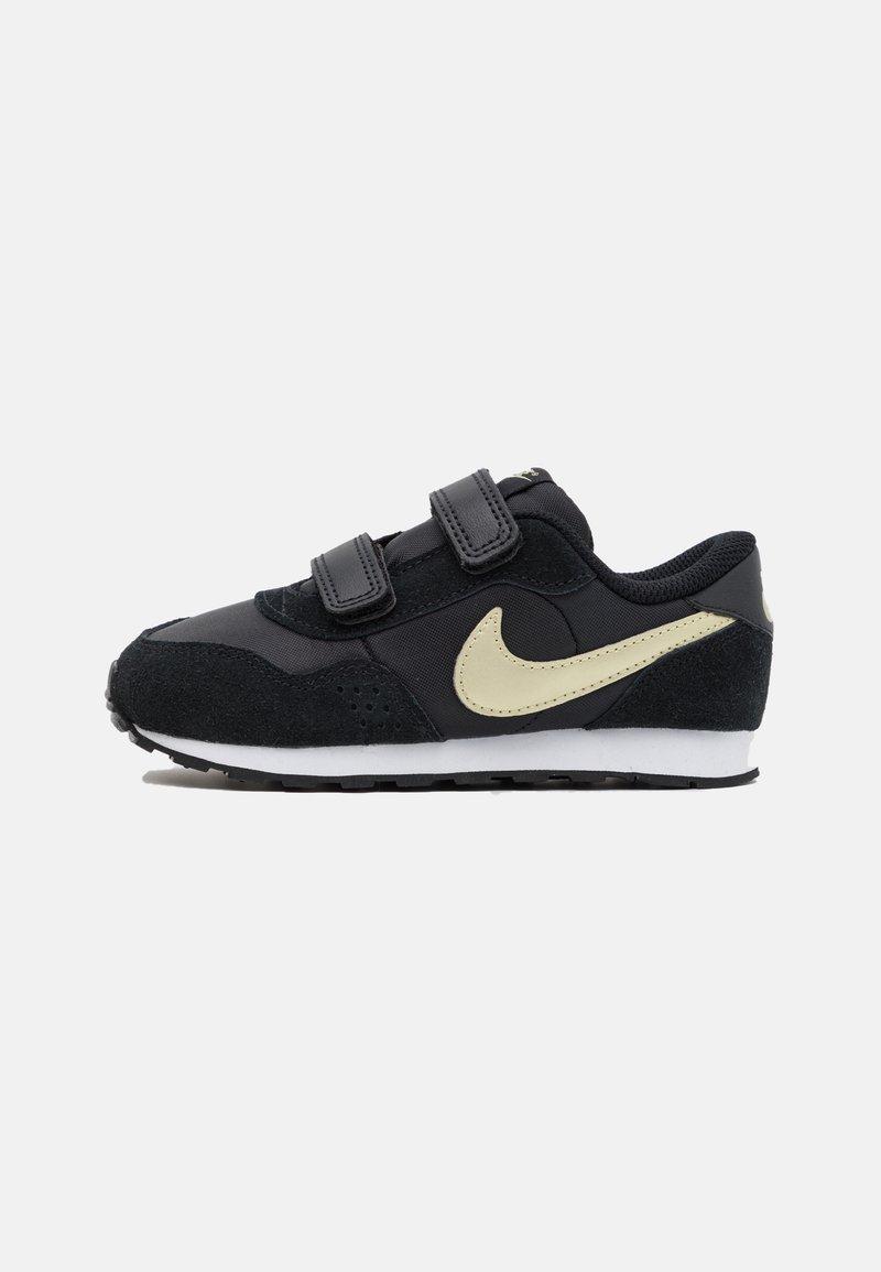 Nike Sportswear - VALIANT - Sneakers laag - black/metallic gold star/white