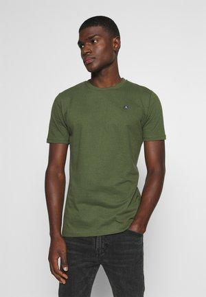 AKROD - Basic T-shirt - cypress