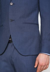 Isaac Dewhirst - BLUE TEXTURE SUIT - Oblek - blue - 8