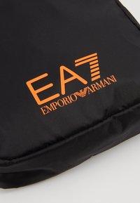 EA7 Emporio Armani - Axelremsväska - black / neon / orange - 6