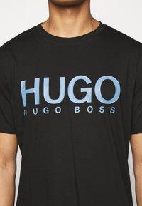 HUGO - DOLIVE - Print T-shirt - black/blue - 5