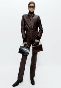 Uterqüe - Leather trousers - bordeaux - 1