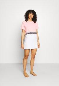 Moschino Underwear - MAXI - Nattskjorte - pink - 1