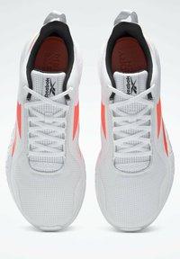 Reebok - FLEXAGON FORCE 3.0 MEMORYTECH - Obuwie do biegania treningowe - white - 1