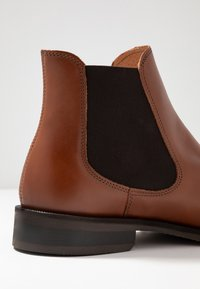 Selected Homme - SLHLOUIS CHELSEA BOOT  - Classic ankle boots - cognac - 5