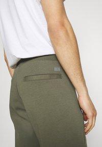 Tommy Hilfiger - MODERN ESSENTIALS PANTS - Pantaloni sportivi - utility olive - 3