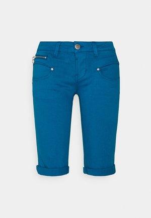 BELIXA NEW MAGIC COLOR - Denim shorts - mykonos blue