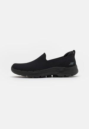 GO WALK 6 - Zapatillas para caminar - black