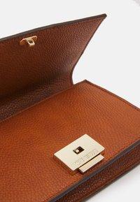 Steve Madden - BFLAIR - Across body bag - cognac - 3