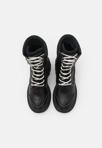 Bronx - CHAINY - Platform ankle boots - black/winter white - 5