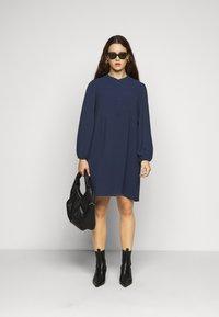 Vero Moda Curve - VMSAGA PLEAT SHORT DRESS  - Day dress - navy blazer - 1