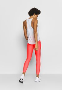 Under Armour - UA HG ARMOUR SPORT LEGGINGS - Punčochy - red/halo gray/metallic silver - 2