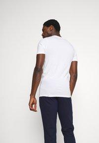 Jack & Jones - JACSIMON LONG PANTS - Pyjama set - maritime blue/white - 2