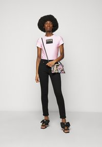 Versace Jeans Couture - LADY - Print T-shirt - pink confetti - 1