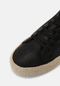 mtng - CARIBE - Sneakersy niskie - black - 5