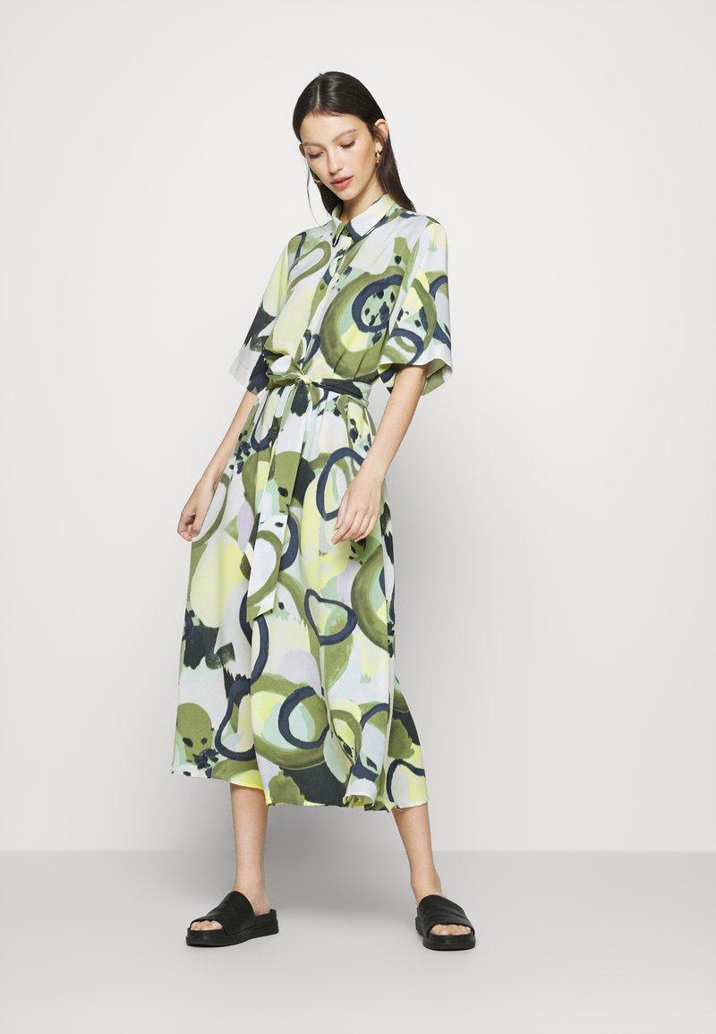Monki - ADRIANA DRESS - Skjortekjole - khaki