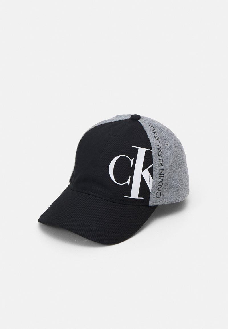 Calvin Klein Jeans - HYBRID LOGO BASEBALL UNISEX - Kšiltovka - ck black