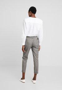 Marc O'Polo DENIM - PANTS CHECK - Trousers - light grey - 2