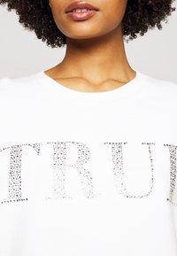 True Religion - BOXY CREW NECK - Mikina - blanc de blanc - 5