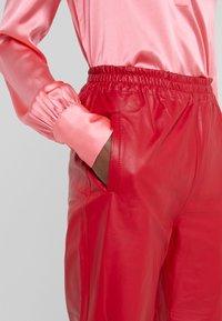 Pinko - TOAST PANTALONE - Kožené kalhoty - rosso rio - 3