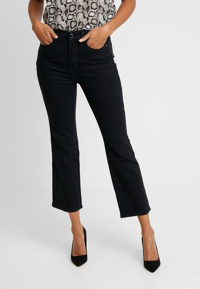GOOD CURVE - Straight leg -farkut - black