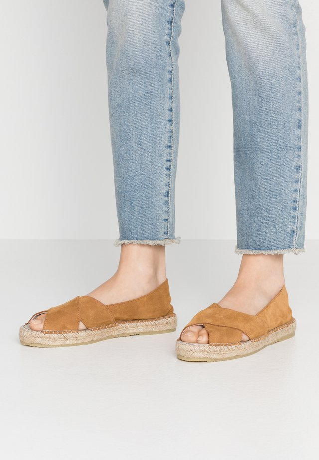 GINGER - Espadryle - tan